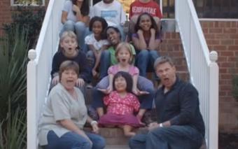 (Post-comunitario) ¿La familia puede salvarnos? Conoce a los Dennehy