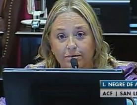 La senadora argentina que interrumpió su discurso político y habló emocionada del Papa Francisco