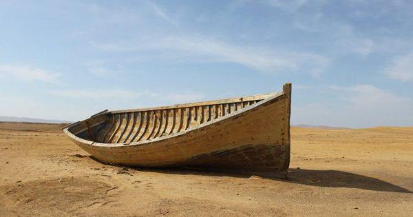 barco en la arena, navegar