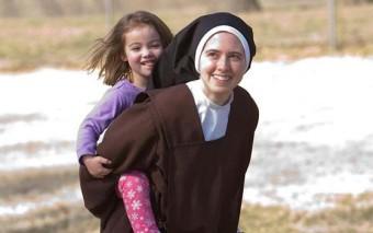 La alegría de consagrar la vida a Dios: 4 testimonios geniales