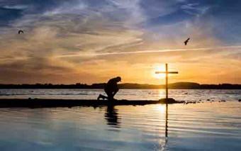 Él soportó el castigo que nos trae la paz. Por sus heridas hemos sido curados…