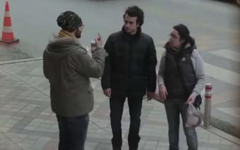 Un pueblo aprendió lenguaje de señas para comunicarse con él. Mira su reacción (Post Comunitario)