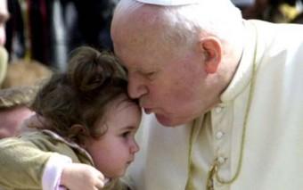12 hermosas escenas en la vida de los santos que nos confirman que la santidad es posible hoy