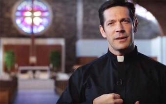 ¿Conoces el significado de la señal de la Cruz? Las 3 hermosas verdades que contiene
