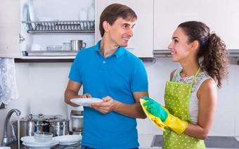 No hay nada más atractivo que ver a mi esposo limpiando. Carta de una esposa enamorada