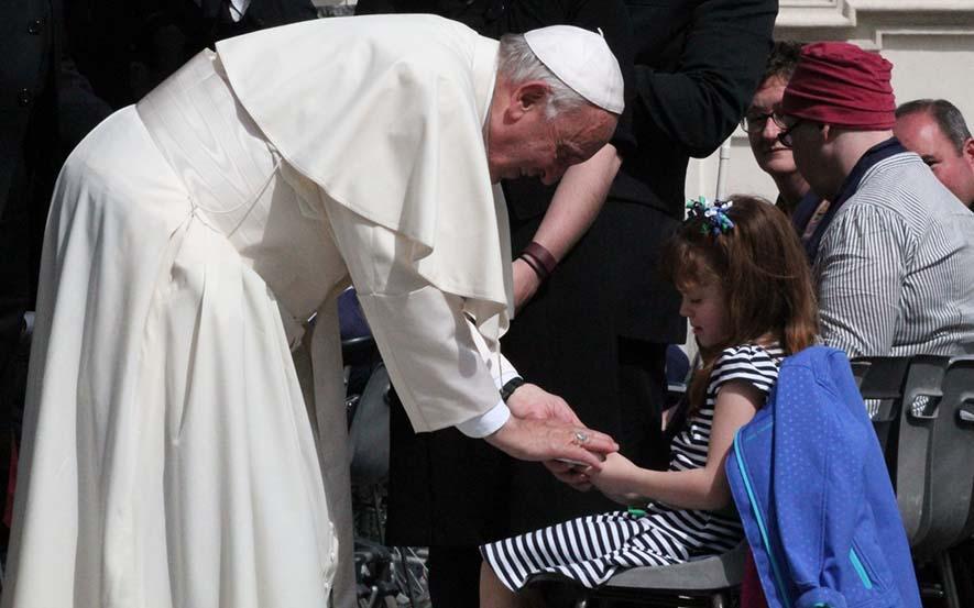 El Papa Francisco con los pobres | ©Martha Calderon/CNA
