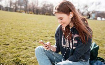 «Para oír basta el tímpano, para escuchar el corazón». Algunas reflexiones sobre ser «sordos»