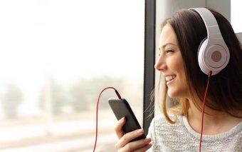 15 canciones católicas en español que no pueden faltar en tu playlist