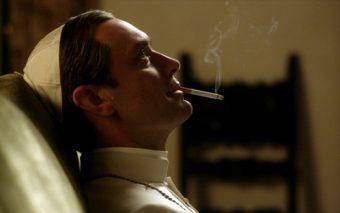 """Un Papa guapo y fumón… ¿Quién es el """"genio creativo"""" que aconseja nuevas series a HBO?"""