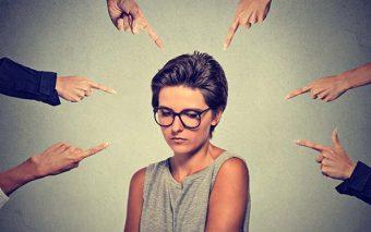 ¿Por qué nos cuesta tanto no juzgar a los demás? (comentario al Evangelio)