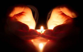 7 sencillas oraciones que puedes rezar delante de un agonizante o alguien que ha fallecido