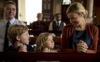 6 mensajes equivocados que le das a tus hijos cada vez que faltas a misa un domingo