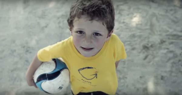 """Fútbol, """"L'equip petit"""": ¡Déjate cautivar por el peor equipo de fútbol del mundo! (Post-comunitario)"""