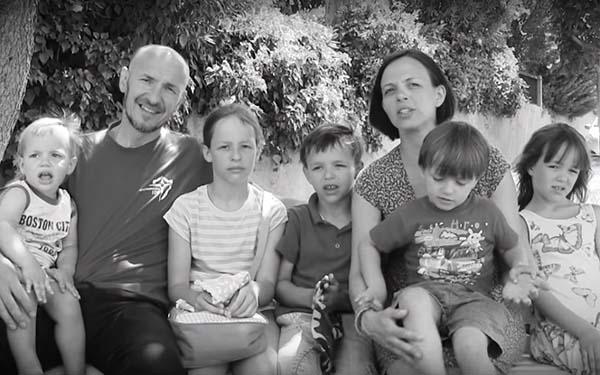 Familia, Cada familia es siempre una luz en medio de la oscuridad del mundo