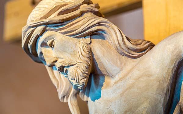 Viernes Santo, «La Misericordia besó la cruz» (video-reflexión de Viernes Santo)