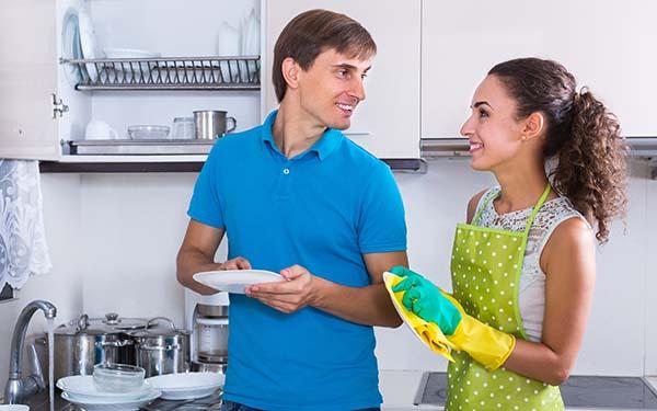 Enamorada, No hay nada más atractivo que ver a mi esposo limpiando. Carta de una esposa enamorada