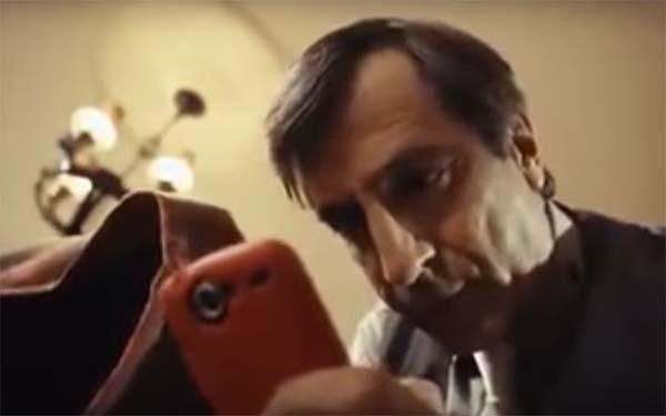 (Video) Comercial sobre el uso del celular en la mesa, Sabemos que no está bien, pero igual lo hacemos. Algunas reflexiones sobre la doble moral