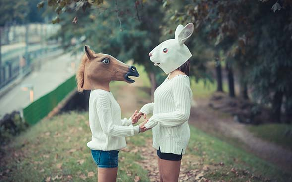 Máscaras, ¿Cuántas máscaras usas para verte como los demás quieren? (Una canción profética)