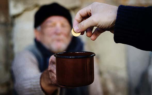Indiferente, ¿Cuántas veces eres indiferente con el hermano que pasa necesidad? (comentario al Evangelio)