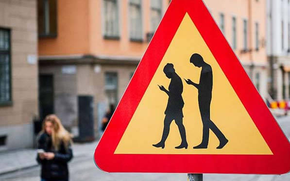 , Semáforos para distraídos. ¿Corregimos nuestra estupidez o adaptamos la sociedad a ella?