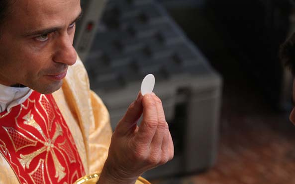 Consagrados, 7 regalos inmerecidos que Dios da a los sacerdotes y consagrados