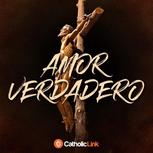 El amor verdadero se ve como un hombre en una cruz