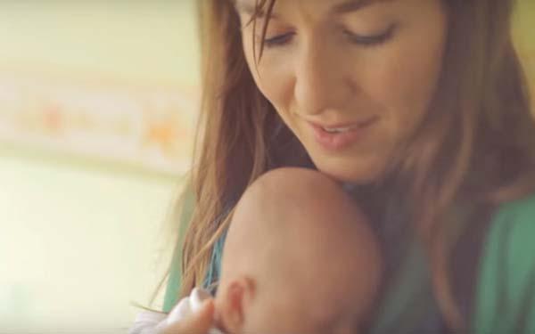 Natalidad, «Little Flower». La más hermosa canción sobre la belleza y el valor de la vida
