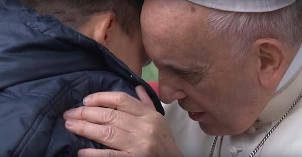 Papa, «Dios no abandona a sus hijos». Cuando el Papa se lo recuerda a Emanuele, nos lo recuerda a todos nosotros