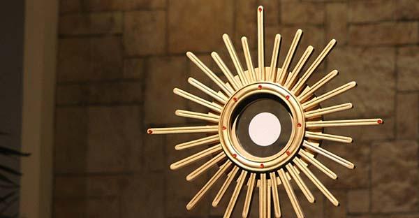 , ¡Es Jesús! Realmente presente en la Eucaristía (comentario al Evangelio)