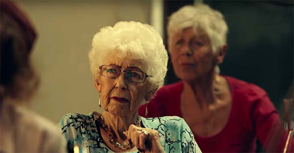 Dios, ¿Será que Dios tiene que convertirse en estas abuelas para contactarse conmigo?