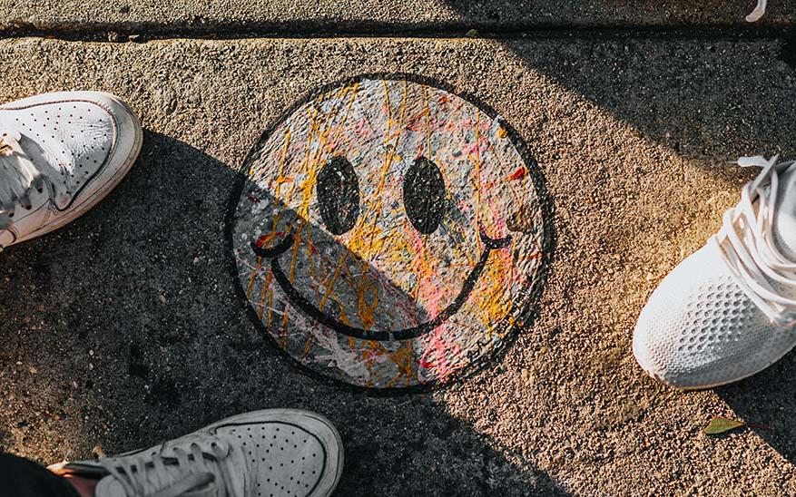 felicidad, ¿Por qué no logro ser feliz si tengo amigos, dinero, viajo, salgo y me divierto?