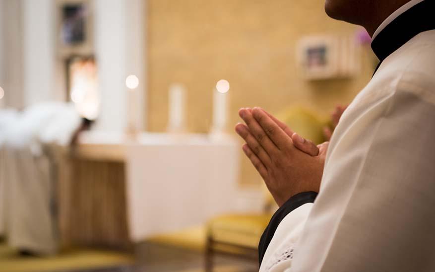 iglesia, ¿Es posible recuperar la fe en una Iglesia que calla y oculta?