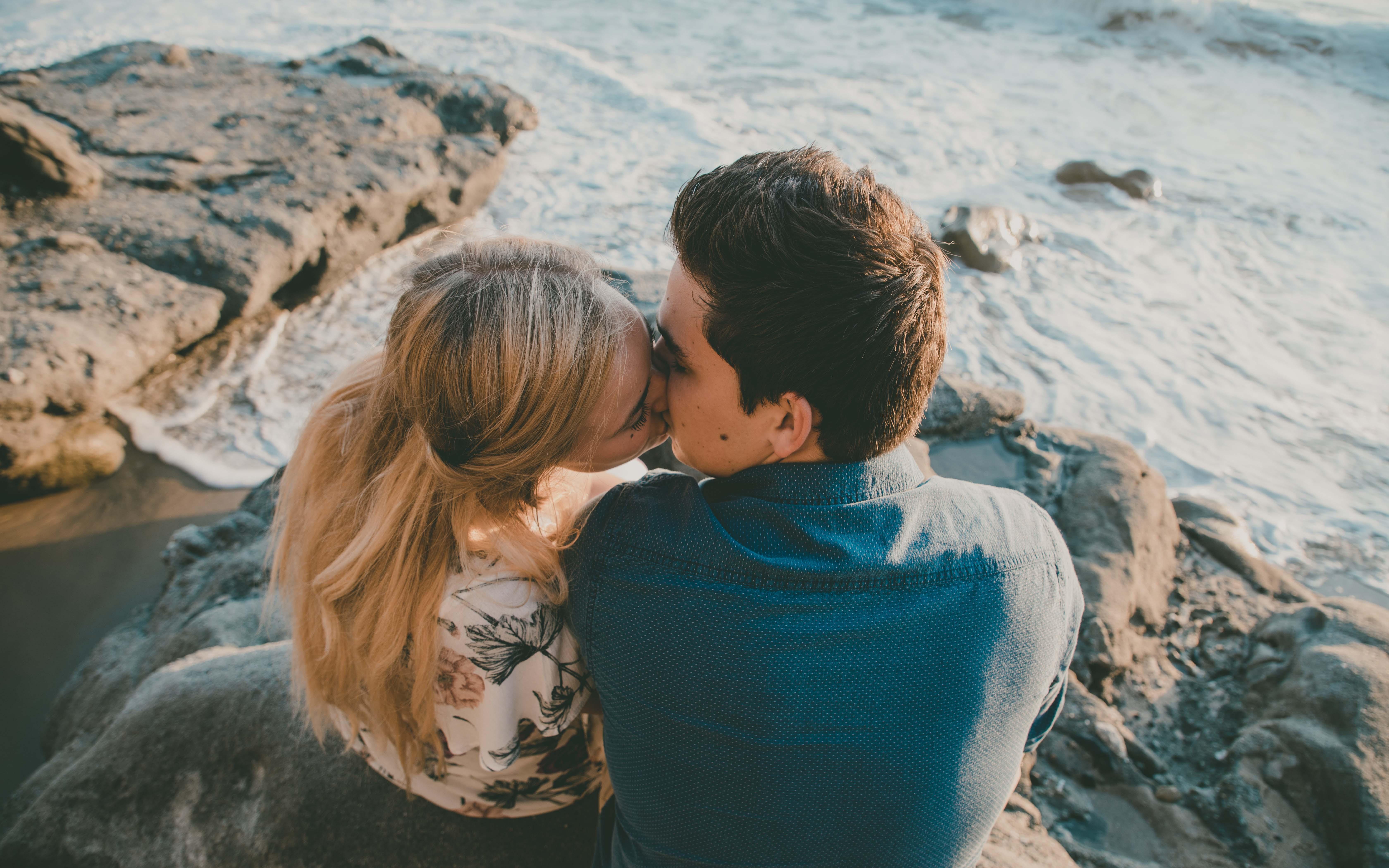 pareja, ¿Quieres orar por tu pareja? Esta linda y corta oración puede ayudarte