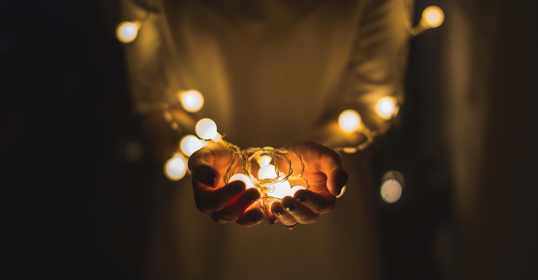 orar, ¿Cómo orar cuando siento que Dios no me escucha? 9 consejos bajados del cielo