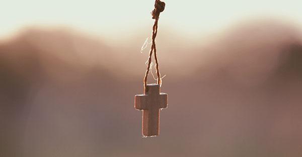 , Literalmente, ¿hay que amar a Dios sobre todas las cosas? (comentario al Evangelio)