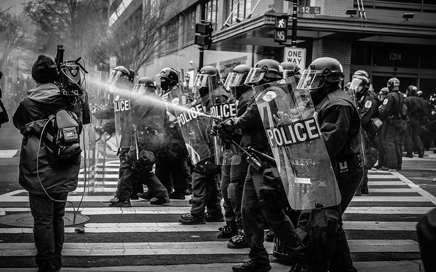 justicia, «La revolución del amor». La solución para contribuir a una sociedad justa y pacífica