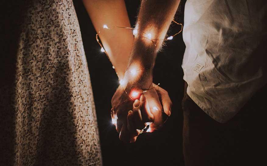 pareja, 4 formas de besar a quien amas en san Valentín (tranquilo, no es un tutorial)
