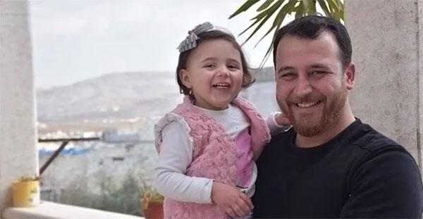 padre, Lo que aprendí del padre sirio que finge juego con su hija durante bombardeos