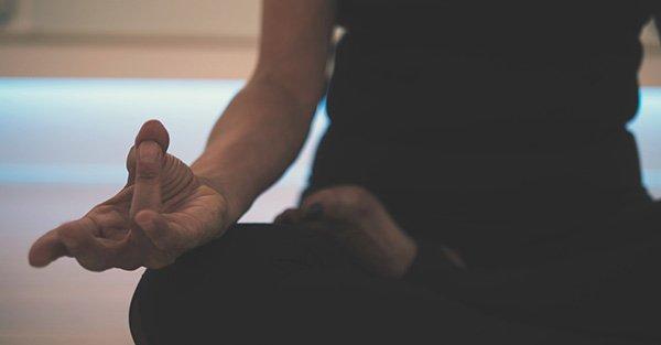 ¿Yoga y cristianismo son compatibles? Sacerdote responde
