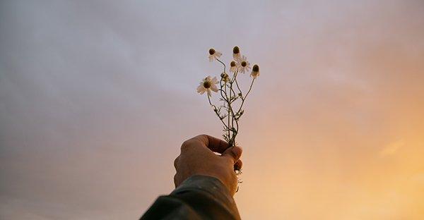 ¿Qué significa la pobreza de espíritu y cómo alcanzarla?