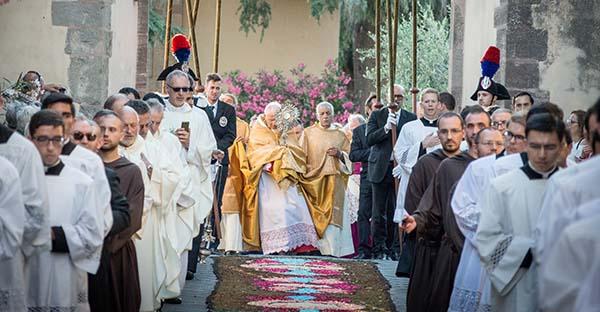 Serie Adoración Eucarística. Procesión del Santísimo (Segunda Entrega)