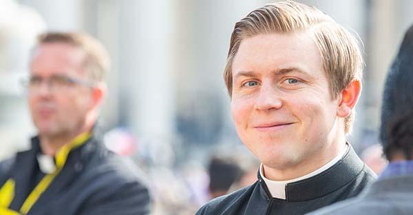 Sacerdote hoy, «Sacerdote en una sociedad que tambalea». 5 claves para un sacerdocio de todo tiempo y lugar